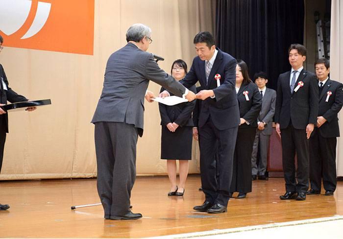 自治体などのお客様より高評価をいただき、毎年、国や県から16年連続技術者表彰を頂きました